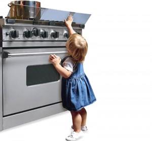 ребенок на кухне безопасность