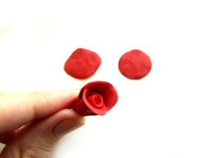 роза из пластилина своими руками